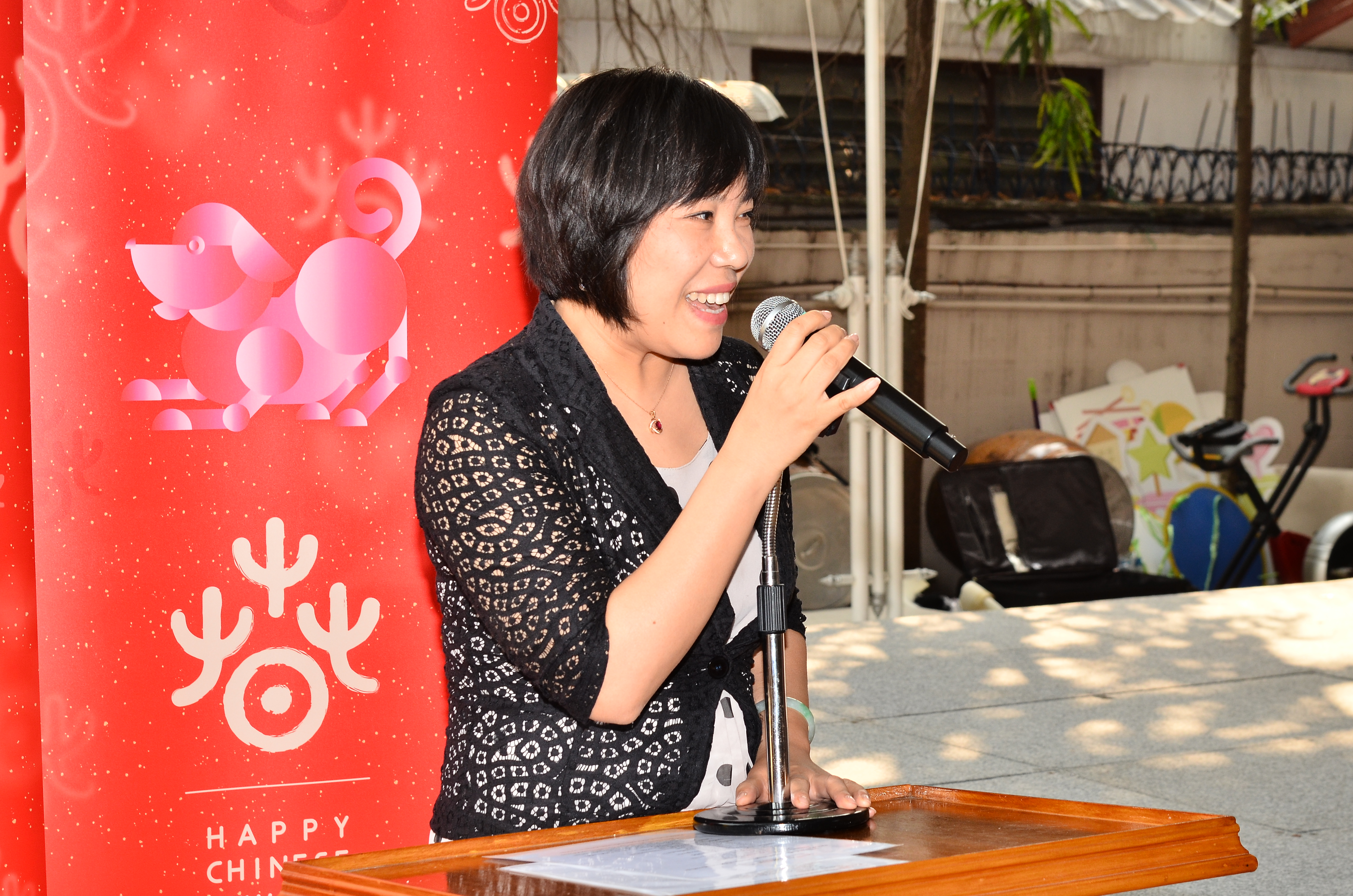 Madame pan peng visited autistic thai foundation on behalf of the chinese embassy in thailand and ambassador lyu jian madame pang peng extended new year greetings to the teachers and students of the kristyandbryce Choice Image