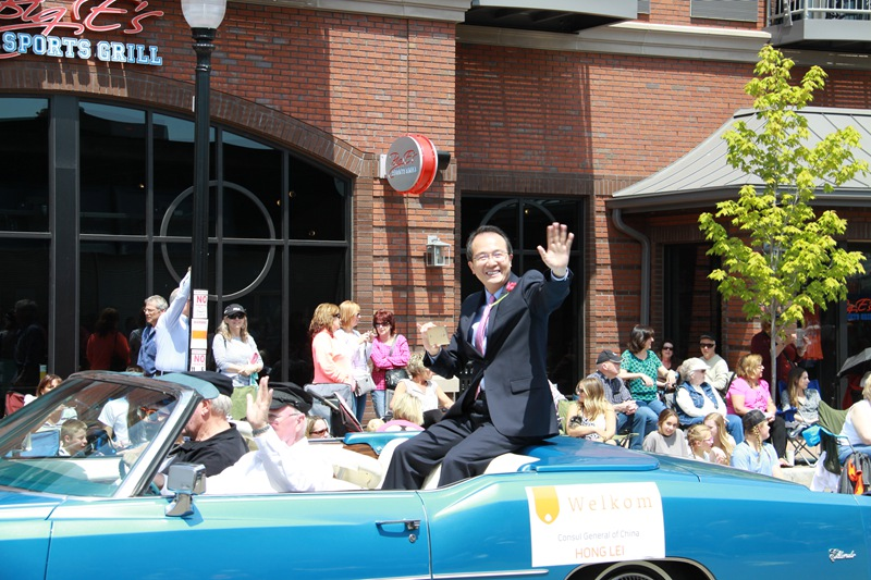 Consul General Hong Lei Attended Tulip Time Festival in