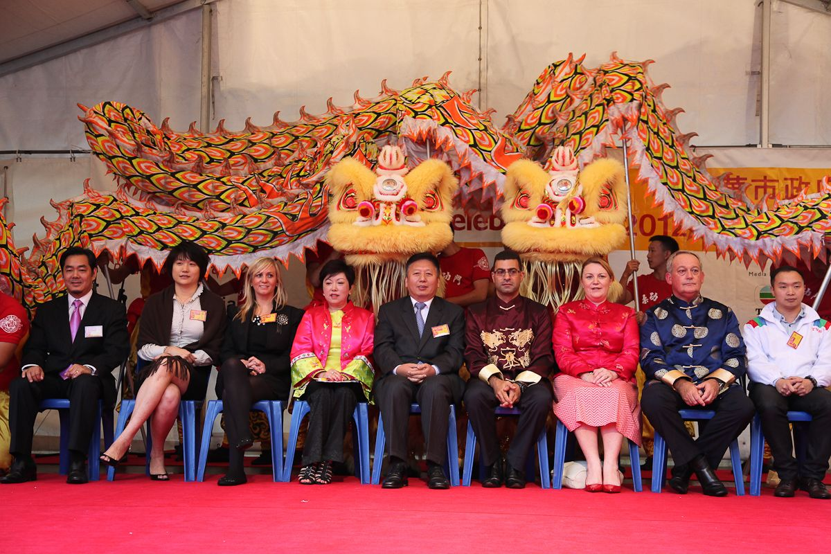 Consul general duan jielong attended chinese new year for Consul performance