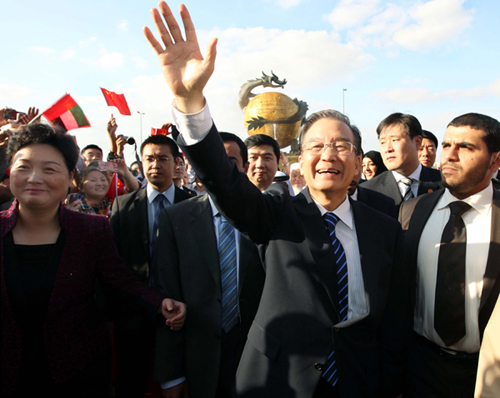 wen jiabao sends new year greetings to overseas chinese in the dragon mart of dubai